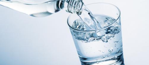 Scattato il ritiro di un lotto di bottigliette da mezzo litro di acqua San Benedetto contaminata da idrocarburi.