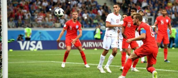 Kane cabeceia bola que garantiu a vitória da Inglaterra - Foto: Reprodução / Facebook Oficial FIFA World Cup