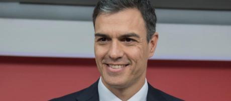 Socialista Pedro Sánchez é escolhido premiê