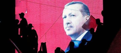 Istanbul: abbattuto il simbolo laico della città.