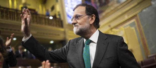 Entre bromas y memes los españoles comentan sobre la salía de Rajoy