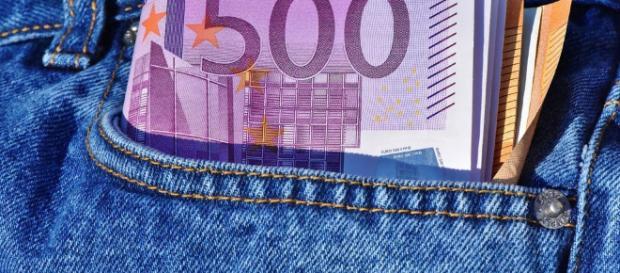 Ventinovenne ha fatto causa al padre perché pretendeva una paghetta di 900 euro