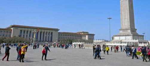 Great Hall of the People and Monument to the People's Heros, Tiananmen Square (Image courtesy – Daniel Case, Wikimedia Commons)