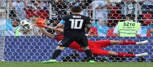 Messi perdeu pênalti contra a Islândia