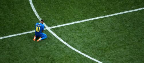 Neymar chora após vitória do Brasil. (Foto: FIFA)