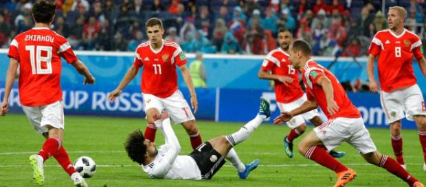 Rusia, segunda victoria, primero en llegar a octavos; Egipto casi ... - com.mx