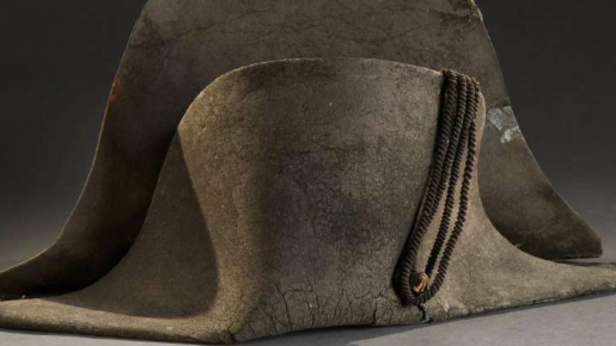 La fiebre de Napoleón se confirma cuando uno de sus sombreros se vende por  350.000 euros aa3d48de4648