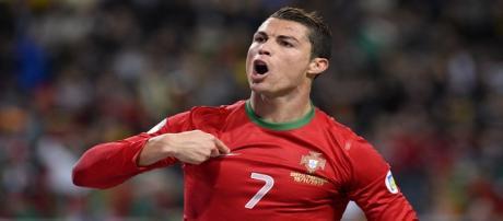 """O """"gajo"""" está voando: CR7 se torna artilheiro da Copa e jogador com mais gols marcados por uma seleção europeia."""