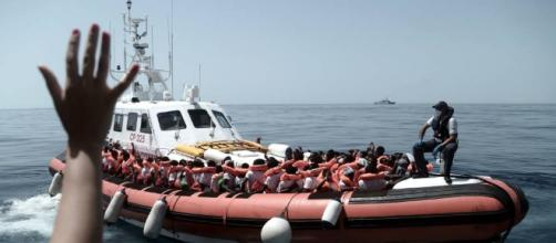 Salvini cierra los puertos italianos a otro barco con inmigrantes