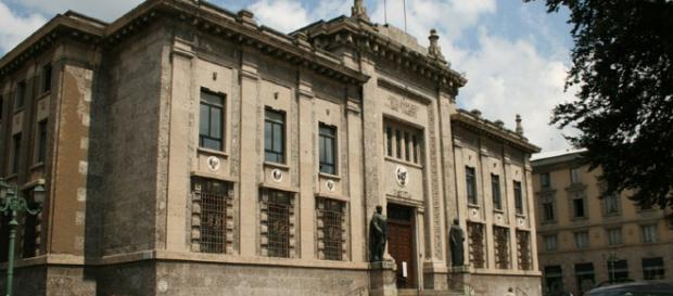 La Procura di Bergamo ha predisposto gli arresti domiciliari per una docente 40enne.