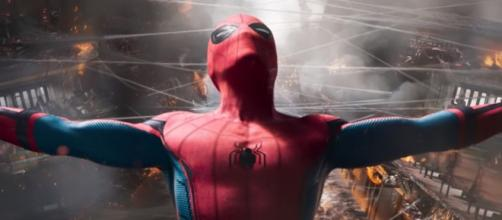 Spider-Man Homecoming 2 NEW Suit Details Revealed [Image Credit: Hybrid Network/YouTube screencap]