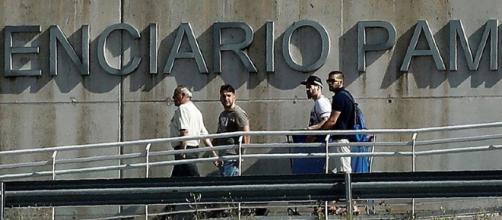"""Los cinco miembros de """"La Manada"""" abandonan las cárceles este viernes por la tarde"""