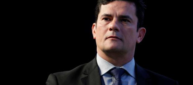 TRF4 profere decisão relacionada à continuidade dos trabalhos do juiz Sérgio Moro a frente do caso do sítio de Atibaia