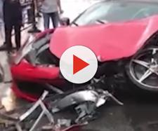 Cina, schianto in Ferrari: donna distrugge auto da 500mila euro (VIDEO)
