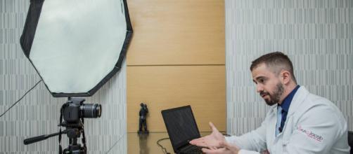 Médicos youtubers facilitam o acesso a variados temas sobre saúde para uma multidão de usuários todos os dias.