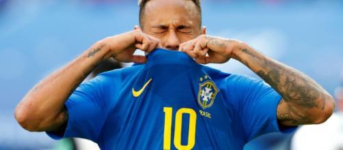 Neymar en pleure lors du second match de Coupe de monde