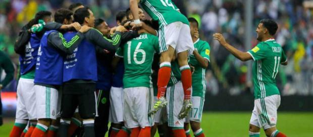 México vence y convence en rusia