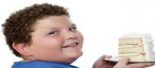 Gran Bretagna, obesità infantile in aumento: nuove norme per contrastarla.