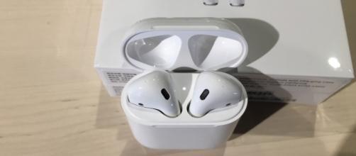Apple headphones [image source: Irvin Chen/Flickr]