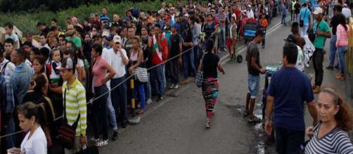 Una ola de venezolanos cruzaron la frontera con Colombia este sábado