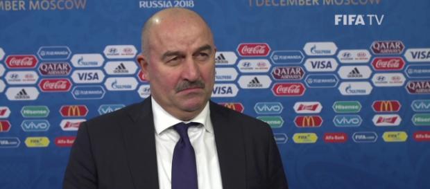 Stanislav Tchertchessov, l'entraîneur de la Russie, n'envisage pas de changement contre l'Uruguay.