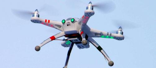 A camera-equipped radio controlled quadcopter (Image courtesy – Doodybutch, Wikimedia Commons)