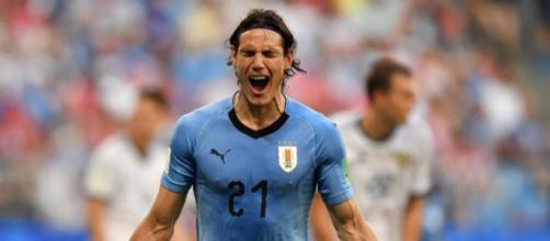Cavani fez o terceiro gol da vitória que deu a classificação aos uruguaios. Foto: Fabrice COFFRINI /AFP