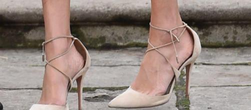 Meghan Markle siempre usa los zapatos demasiado grandes
