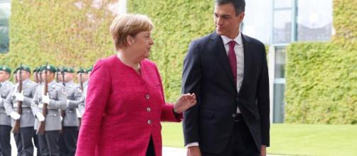 Merkel le dice a Pedro Sánchez que apoyará a España en la UE con la llegada de inmigrantes