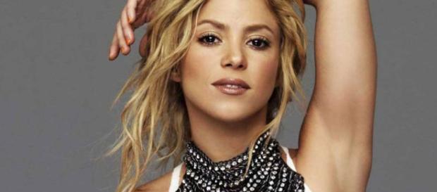 Fanáticos critican a Shakira por promocionar un supuesto collar nazi en sus redes sociales