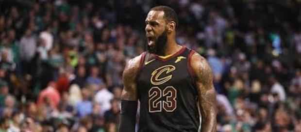 The L.A. Lakers now have the best odds to sign LeBron James at -325 at select sportsbooks. - [Image via NBA / YouTube screencap]