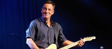 El cantante Bruce Springsteen arremete contra la política migratoria de Trump