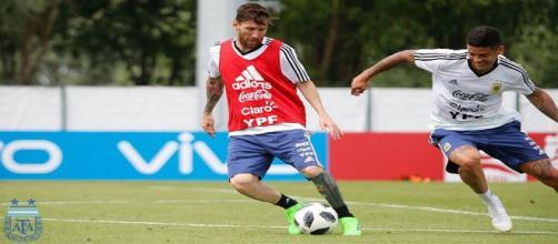 Jogadores argentinos treinam para partida decisiva contra a Nigéria - Foto: Facebook Oficial AFA