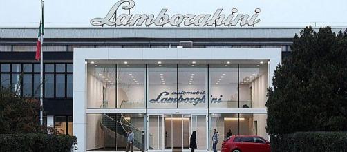 Lamborghini, assunzioni e aumenti per i dipendenti: firmato il contratto integrativo