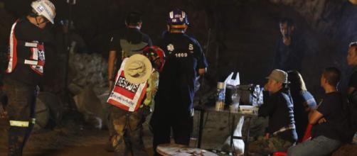 TAILANDIA / Un equipo de fútbol infantil queda atrapado en una cueva