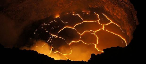 Lava lake in Halema'uma'u crater, Kilauea volcano, Hawaii (Image – Ivan Vtorov, Wikimedia Commons)