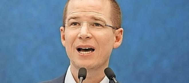 Panistas como Gil Zuarth buscan darle el control del partido a algún gobernador del PAN