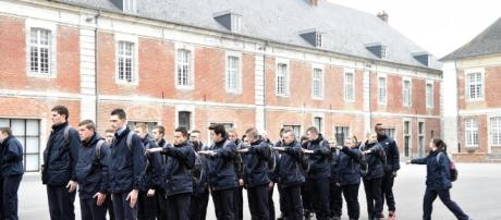 Le SNU bientôt mis en place en France.