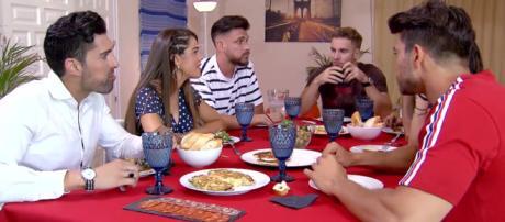 MYHYV: Violeta pide una cita a un pretendientes de Marina y este le dice que no