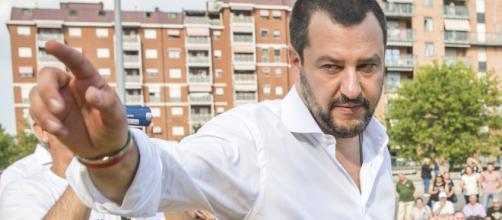 Migranti, Salvini contro Macron: 'Ong non toccheranno mai più un porto italiano' (VIDEO)