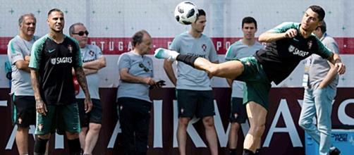 Selecção orientada por Fernando Santos reconhece qualidades do próximo adversário