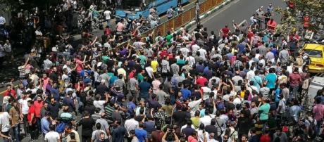 Tehran protest as dollar rises and a breakdown in society is visible - image RFE/RL