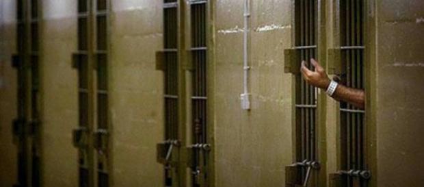 Ceceno evade dal carcere: si teme vendetta contro l'assassino della figlia | repubblica.it