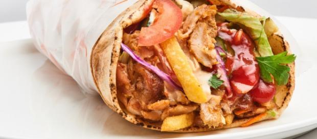 Un kebab ha ucciso una 15enne inglese: conteneva un allergene non segnalato nel take away dove l'aveva comprato.
