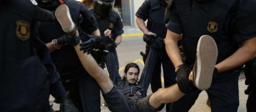 Fuertes protestas sociales tras la llegada de Felipe VI a Cataluña