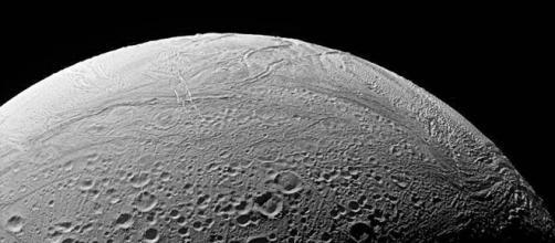 La nave espacial Cassini descubrió elementos necesarios para la vida cerca de Saturno