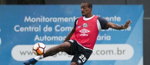 Zagueiro está insatisfeito com a reserva no Santos