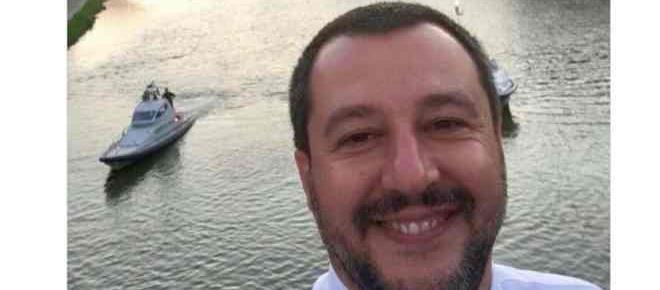 La blague de Salvini sur les migrants qui ne passe pas