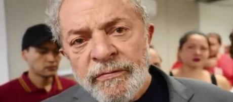 Comportamento de ex-presidente Lula apresenta alterações na carceragem da Polícia Federal, em Curitiba-PR.
