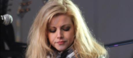 Lindsay Ell moves to Nashville in 2010 to pursue her music career. [Photo by Robert Thivierge via Wikimedia Commons]